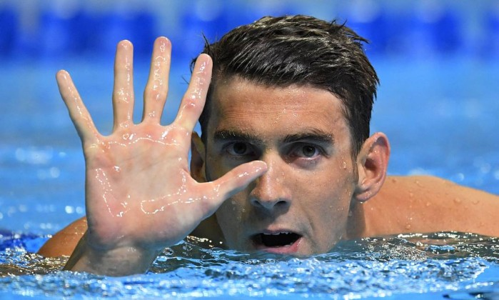 59522449_Michael-Phelps-gestures-after-winning-the-men27s-200-meter-butterfly-at-the-US-Olympic-swimm