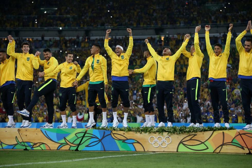 Seleção_de_futebol_comemorando_ouro_olimpico