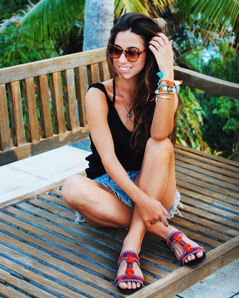 Luiza Sobral look do dia verão short jeans blusa preta